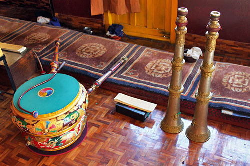 Drum and horns used in puja ceremony