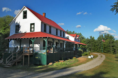 Irondequoit Inn in Adirondack Park near Speculator, NY